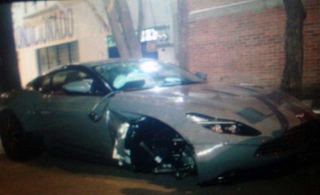 Aston Martin DB11 đầu tiên gặp nạn trên thế giới ở Mexico - Ảnh 1.