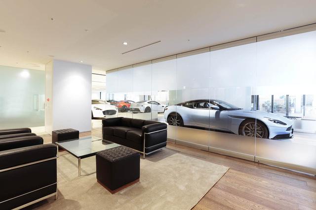 Khám phá đại lý Aston Martin lớn nhất thế giới - Ảnh 4.