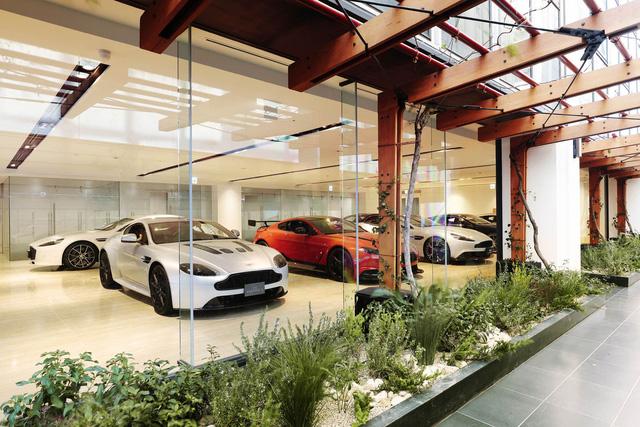 Khám phá đại lý Aston Martin lớn nhất thế giới - Ảnh 1.