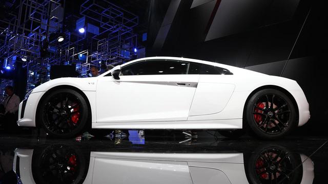Audi giới thiệu siêu xe R8 V10 phiên bản dẫn động cầu sau, giá từ 3,8 tỷ Đồng - Ảnh 5.