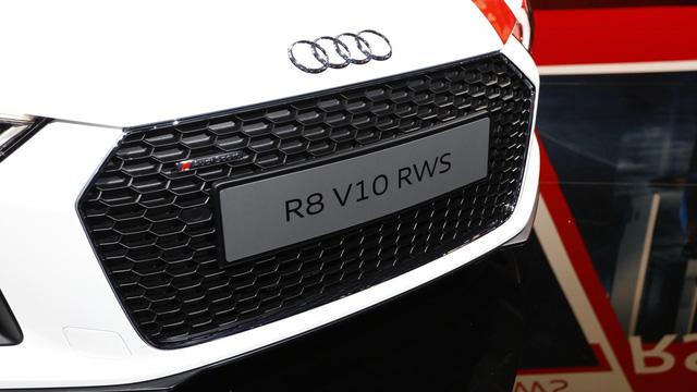 Audi giới thiệu siêu xe R8 V10 phiên bản dẫn động cầu sau, giá từ 3,8 tỷ Đồng - Ảnh 11.