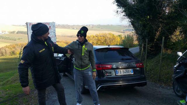 Valentino Rossi gặp nạn cùng Audi RS6 khi đang nghỉ dưỡng tại Ý - Ảnh 2.