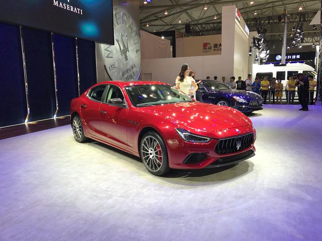 Vén màn sedan hạng sang Maserati Ghibli 2018 với giá từ 3,16 tỷ Đồng - Ảnh 2.