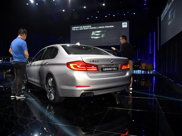Chi tiết xe sang khiến nhiều người phát thèm BMW 5-Series Li 2017 - Ảnh 8.