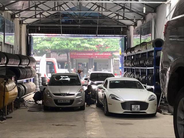 Sau vụ việc biển giả, Aston Martin Rapide S của thiếu gia Ninh Bình đeo biển xịn - Ảnh 1.