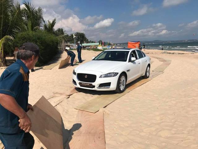 Kỷ niệm ngày cưới, Minh Nhựa tặng xe sang Jaguar XF cho vợ - Ảnh 4.