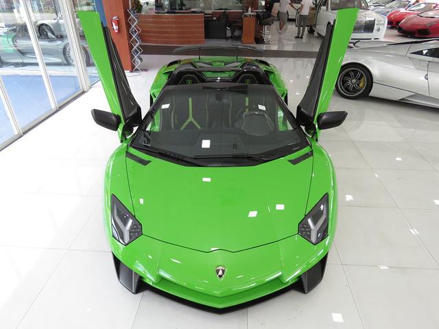 Lamborghini Aventador SV Roadster màu độc nhất thế giới tìm chủ mới - Ảnh 13.