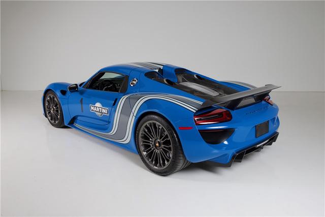 Porsche 918 Spyder đầu tiên trên thế giới mang bộ áo Voodoo Blue chuẩn bị được cho lên sàn - Ảnh 2.