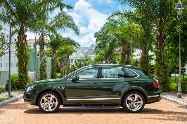 Cận cảnh Bentley Bentayga cá nhân hóa độc nhất Việt Nam - Ảnh 3.