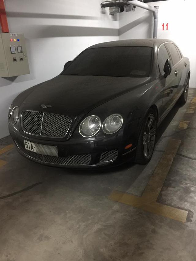 Bentley tiền tỷ phủ bụi trong hầm đỗ xe - Ảnh 2.