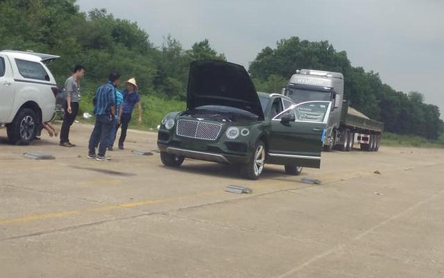 SUV siêu sang Bentley Bentayga màu độc nhất Việt Nam của thiếu gia 9X Sài thành ra biển trắng - Ảnh 4.