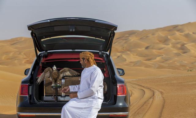 Nhà giàu Trung Đông mua hẳn Bentley Bentayga phiên bản giới hạn phục vụ thú... chơi chim - Ảnh 3.