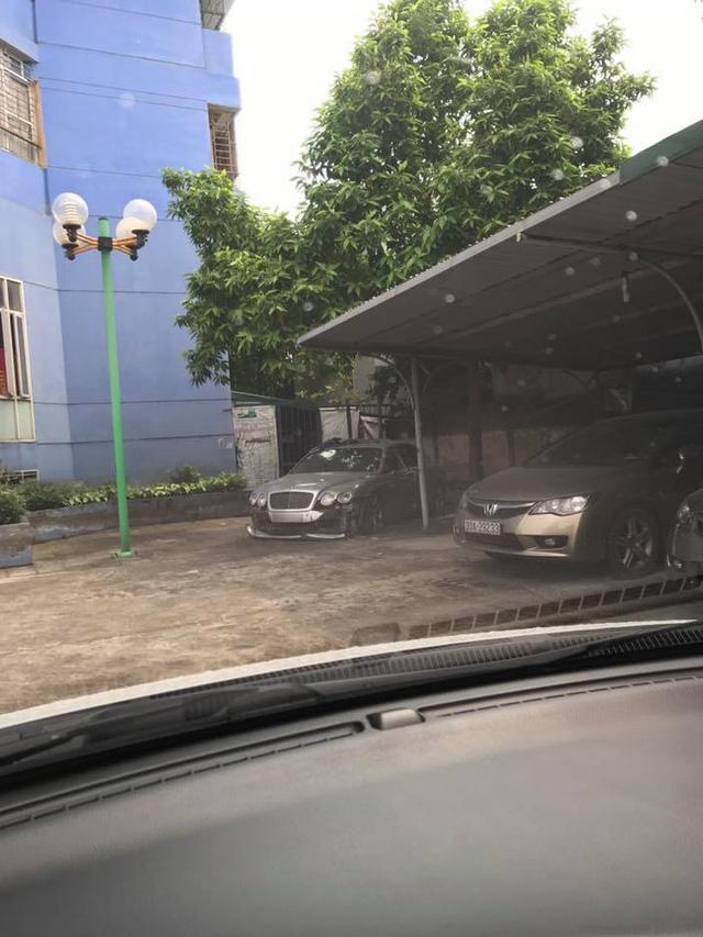 Xe nhà giàu Bentley Continental Flying Spur bị bắt gặp trong tình cảnh thảm thương tại Hà Nội - ảnh 1