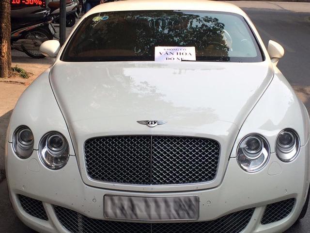 Bentley Continental GT Speed bị dán giấy Không có văn hóa đỗ xe - Ảnh 1.