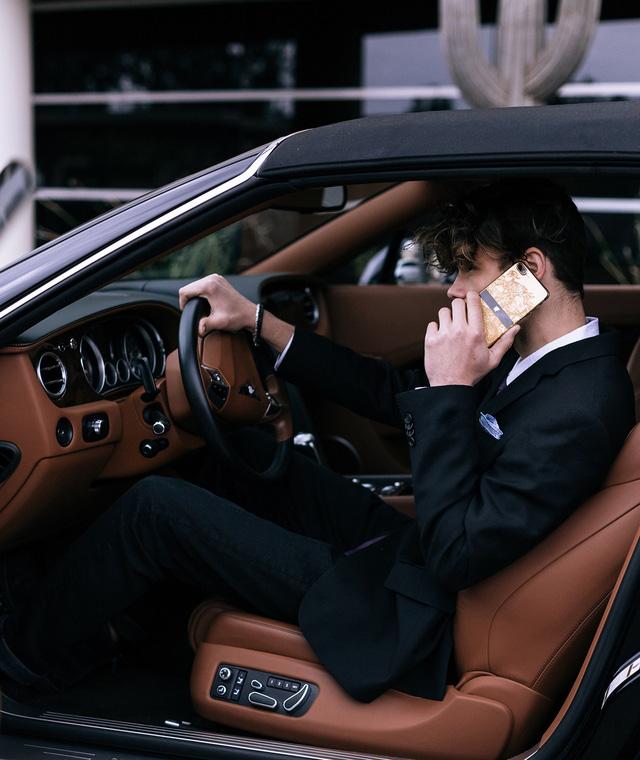 Bộ sưu tập điện thoại chất nghệ cho quý ông đi xe sang - Ảnh 8.