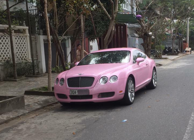 Bentley Continental GT màu hồng đầu quân về đội Đà Nẵng - Ảnh 2.
