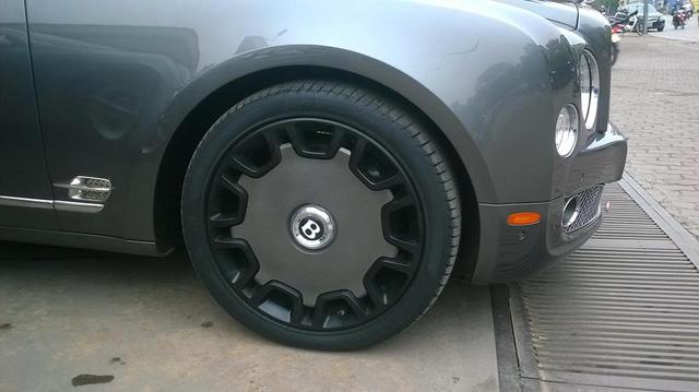 Bentley Mulsanne độ mâm khủng tại Hà thành - Ảnh 2.