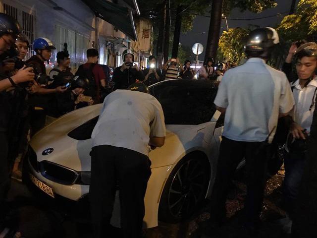 BMW i8 của tay chơi Sài thành bị ông Đoàn Ngọc Hải tuýt còi khi đỗ sai quy định - Ảnh 1.