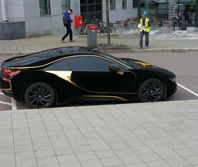 Lạ mắt với xe thể thao BMW i8 bọc nhung đen mượt mà - Ảnh 4.