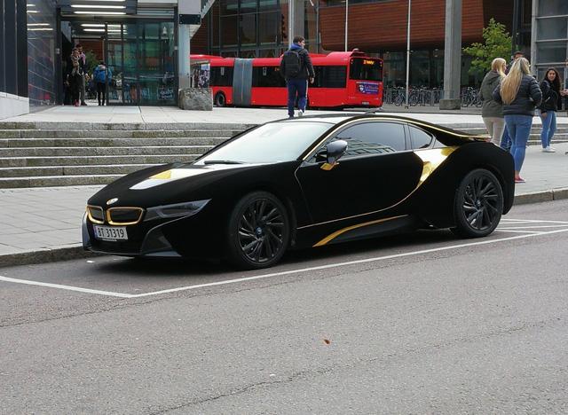 Lạ mắt với xe thể thao BMW i8 bọc nhung đen mượt mà - Ảnh 5.