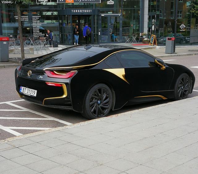 Lạ mắt với xe thể thao BMW i8 bọc nhung đen mượt mà - Ảnh 7.