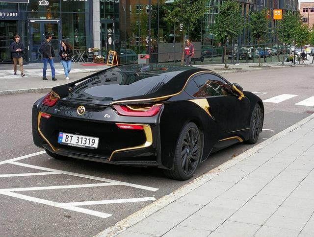 Lạ mắt với xe thể thao BMW i8 bọc nhung đen mượt mà - Ảnh 6.