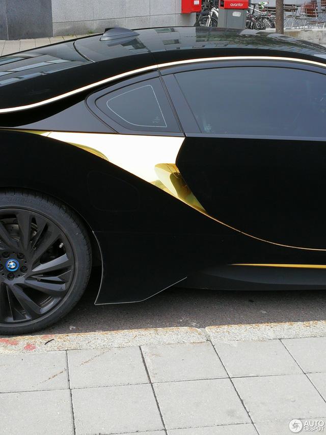 Lạ mắt với xe thể thao BMW i8 bọc nhung đen mượt mà - Ảnh 3.