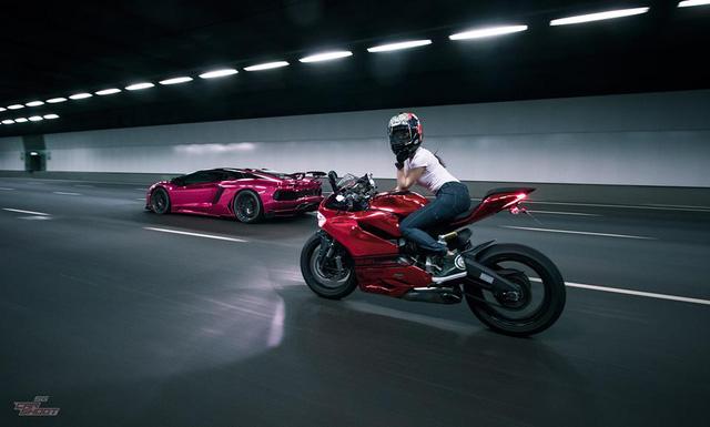 Mỹ nữ lái Ducati 899 Panigale thách đấu Lamborghini Aventador - Ảnh 3.