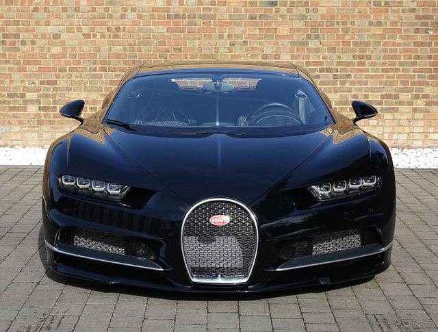 Vẻ đẹp của siêu phẩm Bugatti Chiron đầu tiên rao bán tại Anh - Ảnh 1.