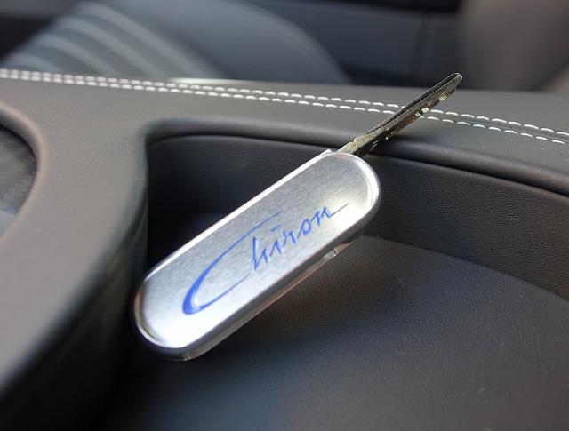 Vẻ đẹp của siêu phẩm Bugatti Chiron đầu tiên rao bán tại Anh - Ảnh 15.