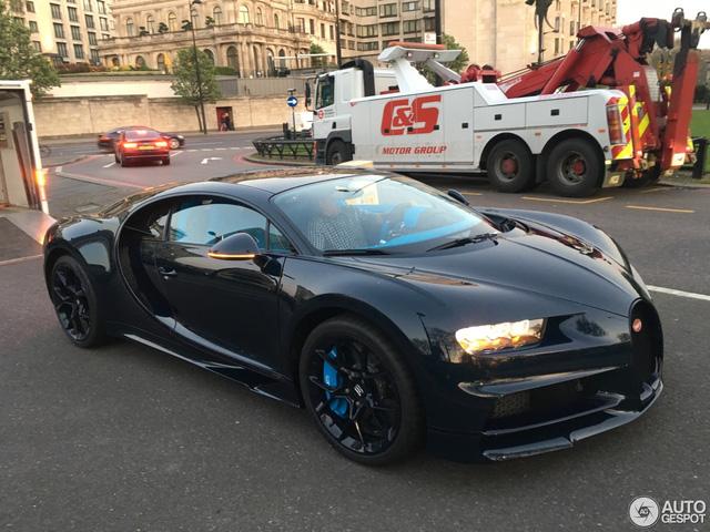 Vẻ đẹp của siêu xe 2,5 triệu USD, Bugatti Chiron đầu tiên tại Anh quốc - Ảnh 1.