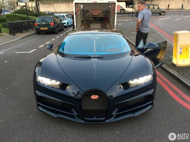 Vẻ đẹp của siêu xe 2,5 triệu USD, Bugatti Chiron đầu tiên tại Anh quốc - Ảnh 3.