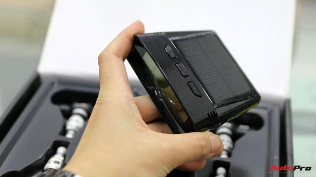 Mổ xẻ một bộ cảm biến áp suất lốp - đồ chơi giá mềm, cần thiết không chỉ cho xe sang - Ảnh 6.