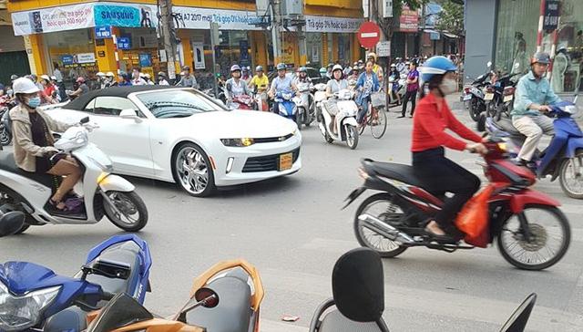 Chevrolet Camaro Convertible 2017 thứ 2 cập bến thị trường Việt Nam - Ảnh 1.