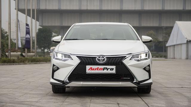 """Nở rộ thú chơi """"biến"""" xe Toyota thành Lexus - Ảnh 2."""