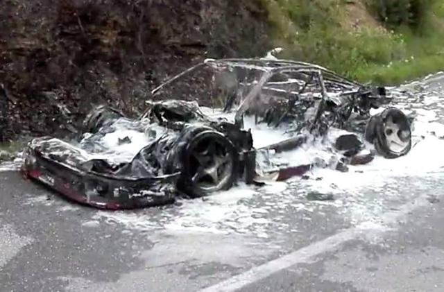 Ferrari F40 của nhà sưu tập bị cháy rụi khi đang trên đường tụ tập cùng LaFerrari Aperta - Ảnh 4.