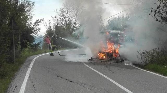 Ferrari F40 của nhà sưu tập bị cháy rụi khi đang trên đường tụ tập cùng LaFerrari Aperta - Ảnh 3.