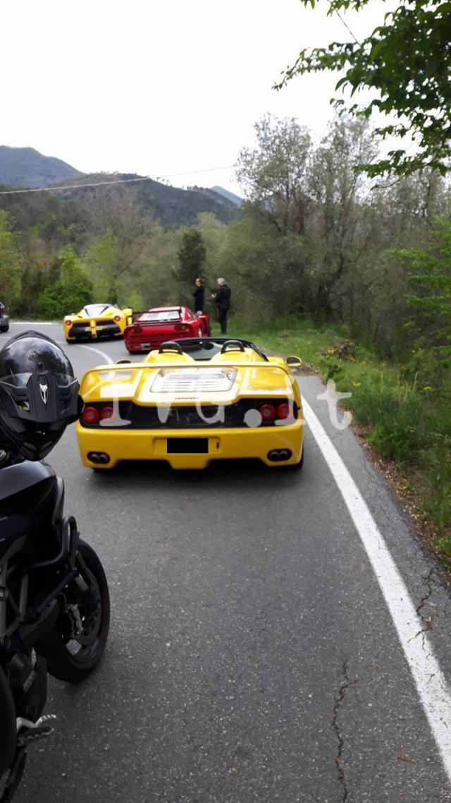 Ferrari F40 của nhà sưu tập bị cháy rụi khi đang trên đường tụ tập cùng LaFerrari Aperta - Ảnh 1.