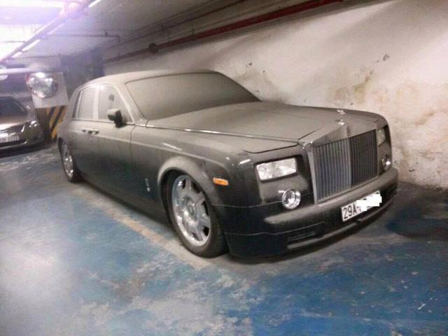 Xót xa Rolls-Royce Ghost mang biển số Quảng Ninh phủ bụi dày đặc - Ảnh 3.