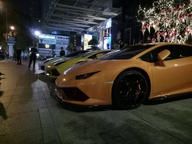 Dàn siêu xe khủng của đại gia Sài thành đi chơi bar cuối tuần - Ảnh 2.