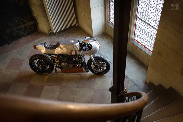 Ducati Hypermotard độ Café Racer cực dị từ Be Unique 2.22 - Ảnh 2.