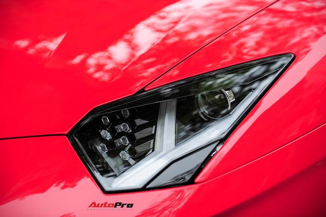 Chán phong cách Dubai, Lamborghini Aventador Roadster về màu nguyên bản tại Hà Nội - Ảnh 5.