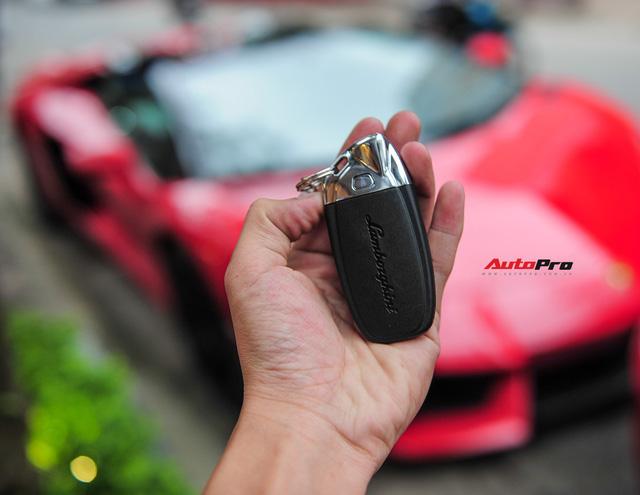 Chán phong cách Dubai, Lamborghini Aventador Roadster về màu nguyên bản tại Hà Nội - Ảnh 14.