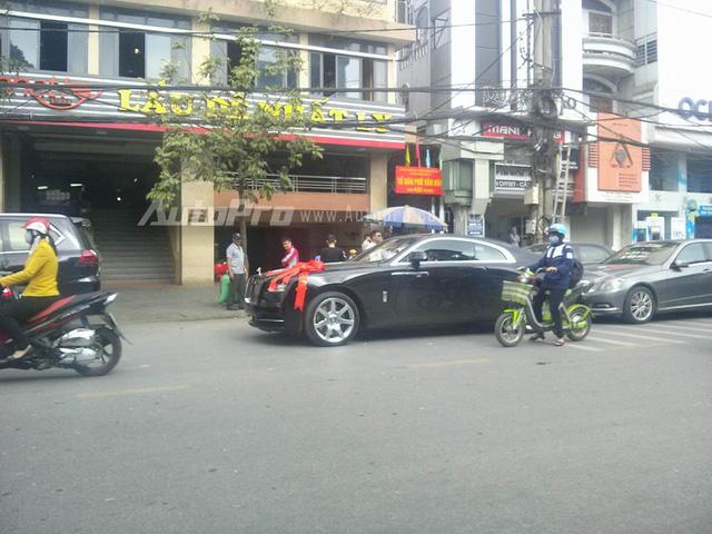 Chồng sắp cưới tặng Rolls-Royce Wraith 35 tỷ Đồng cho Hoa hậu Thu Ngân - Ảnh 3.