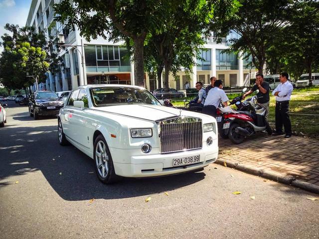 Dàn xe siêu sang dự đám hỏi của người bán Richard Mille 18 tỷ Đồng cho Minh Nhựa - Ảnh 2.
