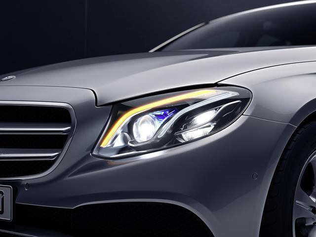 Mercedes-Benz ra mắt E300 AMG lắp trong nước, rẻ hơn bản nhập 370 triệu Đồng - Ảnh 2.