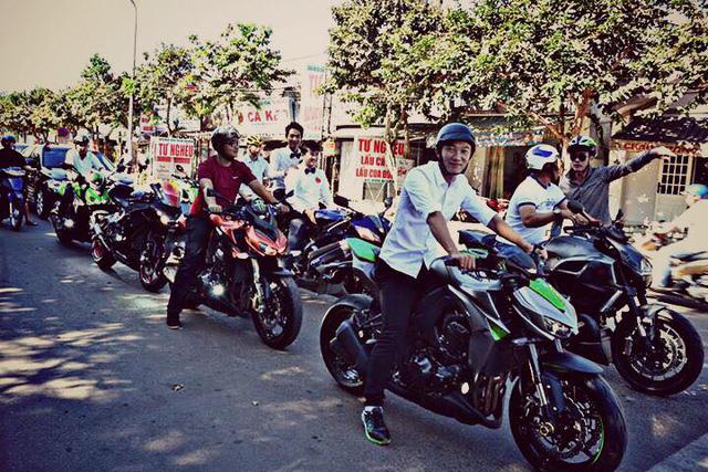 Vespa cổ cùng 15 chiếc mô tô khủng rước dâu tại Đồng Nai - Ảnh 7.
