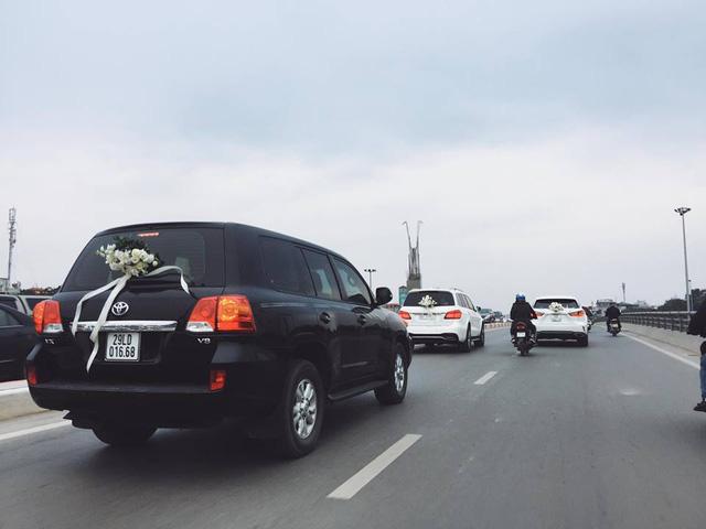 Mercedes-Maybach S600 trị giá 14,2 tỷ Đồng cùng dàn xe sang rước dâu đình đám tại Hà thành - Ảnh 3.