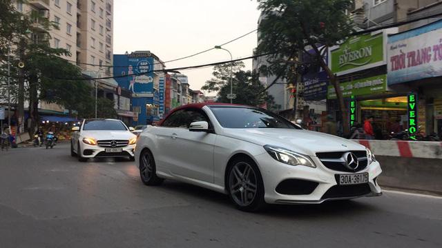Mercedes-Maybach S600 trị giá 14,2 tỷ Đồng cùng dàn xe sang rước dâu đình đám tại Hà thành - Ảnh 2.