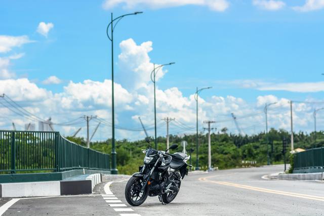 Cận cảnh naked bike Yamaha MT-03 có giá 139 triệu Đồng - Ảnh 17.